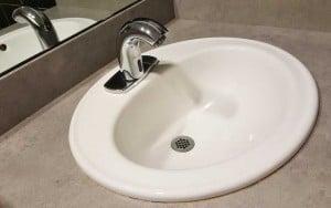Do malých koupelen se hodí oblé tvary, které působí útulně. pixabay.com
