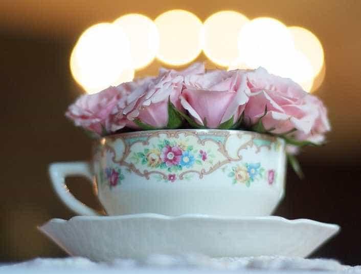 Letní dekorace do bytu - květiny nemusíte aranžovat jen do vázy, pixabay.com