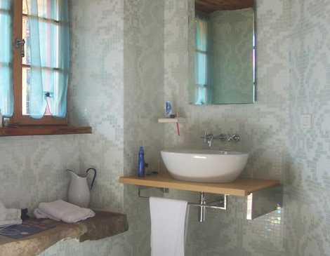 Vintage koupelnu charakterizuje hlavně umyvadlo, freeimages.com - Enrico Corno
