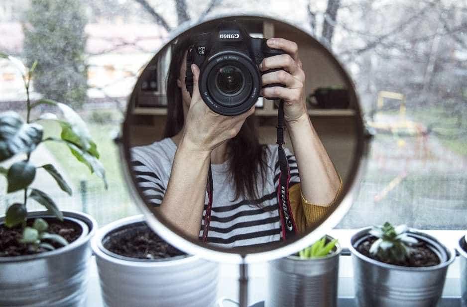 V zrcadle by se vždy mělo odrážet něco zajímavého, pixabay.com