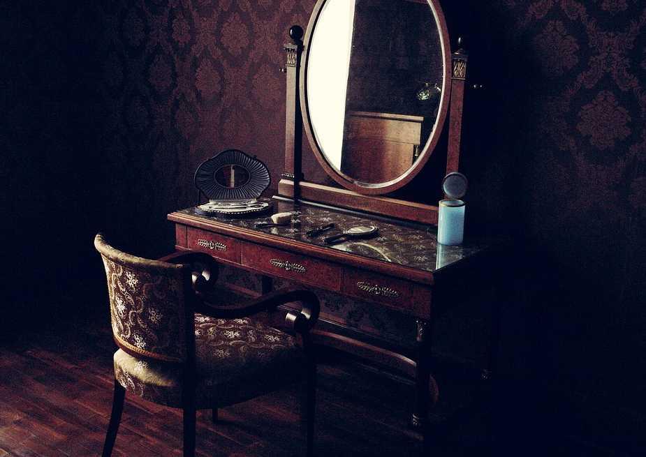 A své místo mají zrcadla i v historických interiérech, pixabay.com