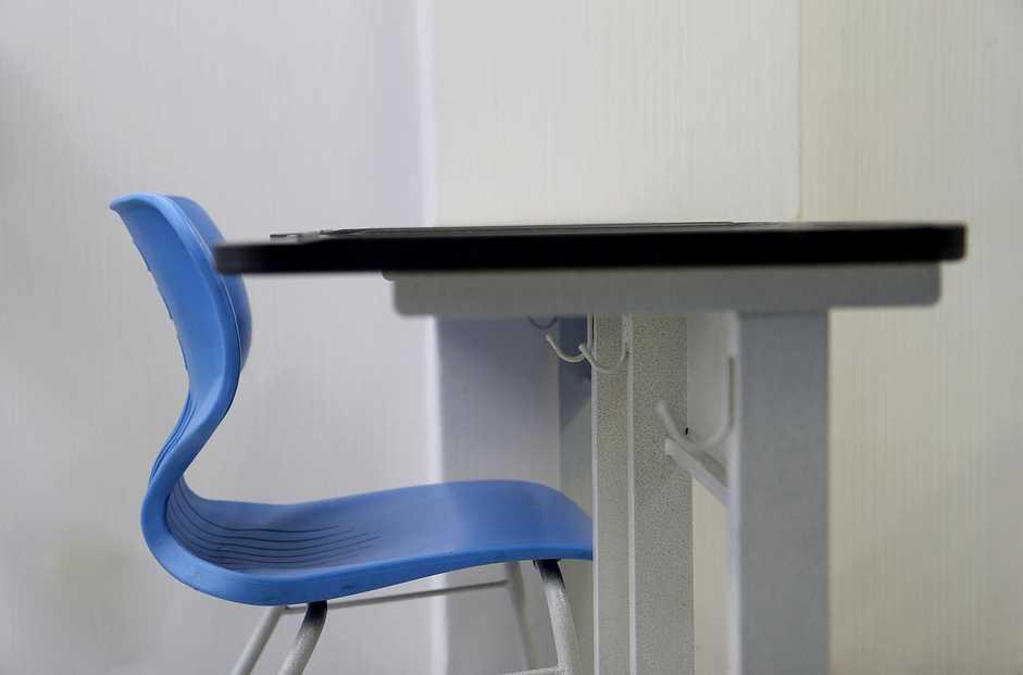 Mezi sedátkem a deskou stolu by mělo být alespoň 30 cm místa, pixabay.com