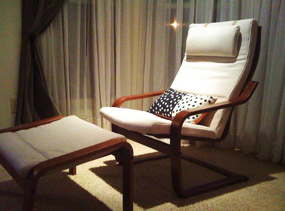 Praktická podložka udělá z židle lehátko, flickr.com