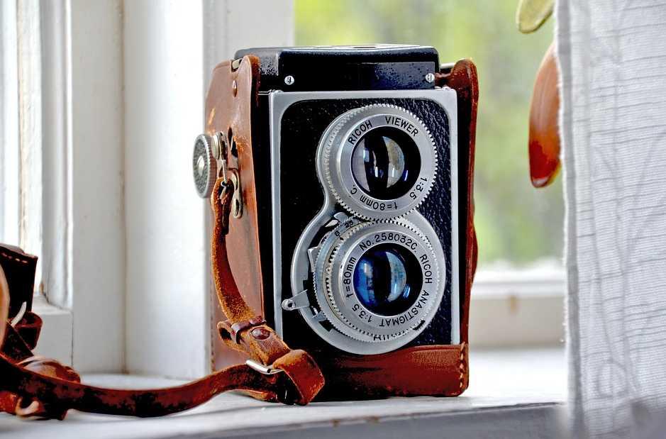 Retro styl dotvářejí i doplňky, pixabay.com