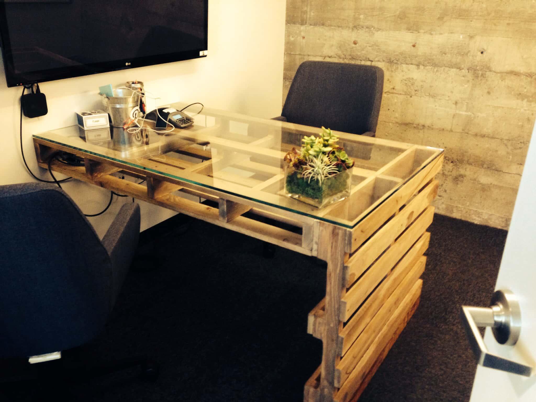 Pracovní stůl z palet